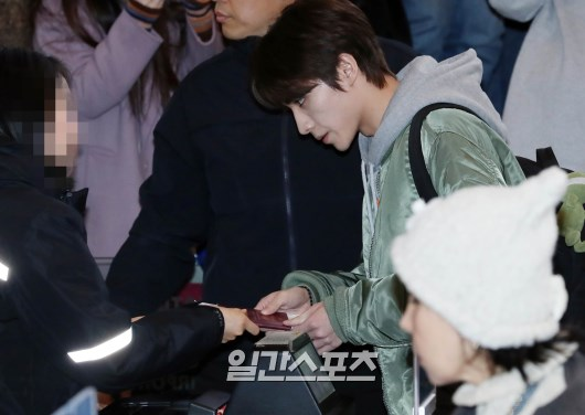 <p>Engine City Way V the members of the cheers of the fans in the departure heading.</p>