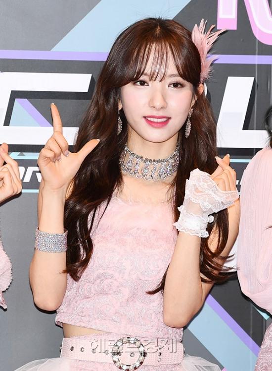 17일 오후 서울 마포구 CJ E&M 센터에서 진행되는 Mnet '엠카운트다운' 리허설에 참석한 그룹 우주소녀가 포즈를 취하고 있다.