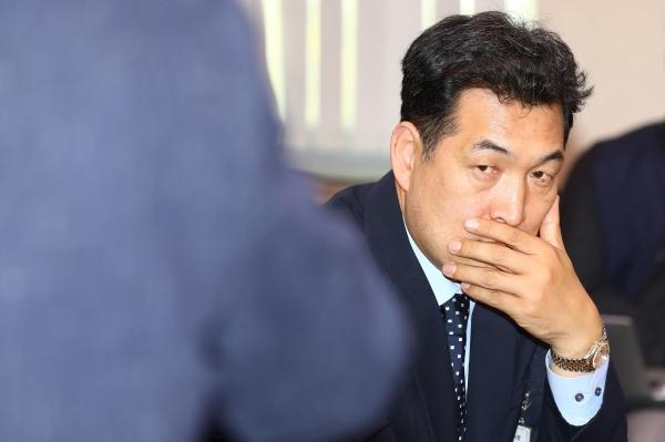전명규 전 대한빙상경기연맹 부회장이 지난해 10월23일 국회에서 열린 문화체육관광위원회의 국정감사에 출석했다. ⓒ 시사저널 박은숙