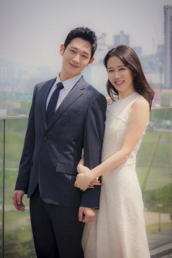 배우 정해인(왼쪽)과 손예진. 사진 | JTBC 제공