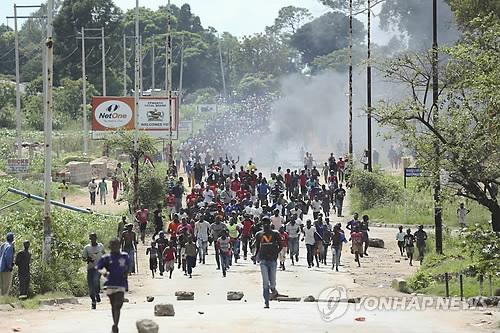 """'소요사태' 짐바브웨 대통령 야권에 대화 제안..""""폭력진압 조사""""[모닝 토토 펀벳 토토]"""