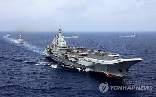 중국 항모 랴오닝함 [베이징 로이터=연합뉴스 자료사진] 중국의 첫 번째 항공모함 랴오닝함이 지난 2018년 4월18일 서태평양 상에서 기동하고 있다.