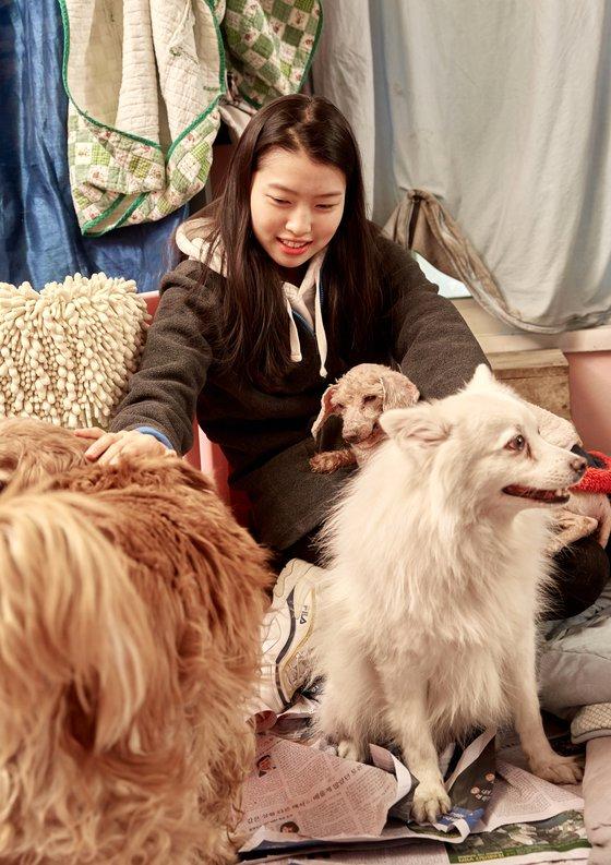 소중 학생기자단이 배우 이용녀 씨의 집을 찾았다.