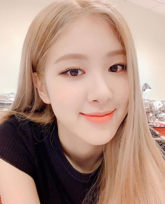 <p>BLACKPINK member, now is the perfect doll-like Beautiful looks on the fans  Attention captivated.</p><p>28 today BLACKPINK member, now is the Dog an Instagram account via selfie photo Dog. Air Dog photos in a rose towards the camera and smile, and close early close for a selfie, despite the doll-like Beautiful looks on the fans  Attention captivated.</p><p>Meanwhile, the perfect body proportions to the fans are on, the last 23 at the Jamsil Indoor Gymnasium on the 8th the temperature Chart Music Awardsat the unfolded stage or once hot, cheers to lead. Roses choreography video to this day, only in 11 million more than high by that. Face as well as finish the mannequins seemed to see a Rose of perfect Golden body ratio of fans Attention captured. [Photos] to Instagram capture</p><p> To Instagram capture</p>