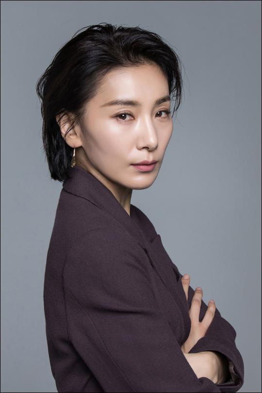 "JTBC 'SKY캐슬'에서 김주영 역을 맡은 김서형은 ""연기하는 게 힘들어서 울기도 했다""고 했다.ⓒ플라이업엔터테인먼트"