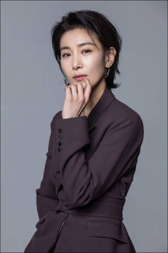 """JTBC 'SKY캐슬'에서 김주영 역을 맡은 김서형은 """"'김서형이니까 다르다'는 걸 보여주고 싶었다""""고 했다.ⓒ플라이업엔터테인먼트"""
