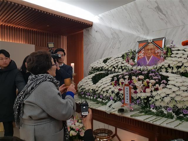 30일 빈소를 찾은 일본군 위안부 생존자 이용수 할머니. 김유진 기자/kacew@