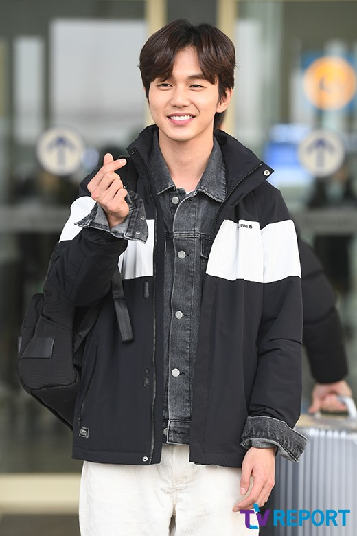<p> Actor Yoo Seung-ho with 10 afternoon, the fashion magazine photo shoot car Incheon International Airport Terminal #2 through the United States of America Los Angeles as a departure.</p>
