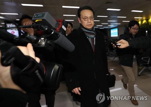 가나스기 겐지 외무성 아시아대양주 국장이 8일 오후 서울 강서구 김포공항을 통해 입국하고 있다. [연합뉴스 자료사진]