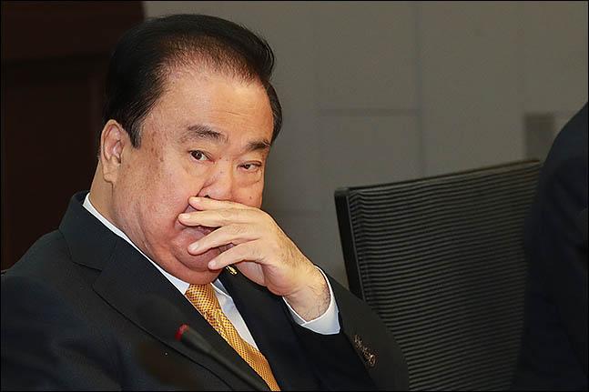 """日 외무상 """"문희상 위안부 발언 조심해야"""""""