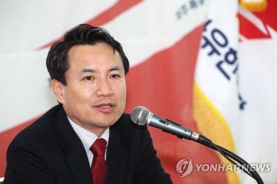 """'제주行' 김진태 """"성역은 없다..5.18 유공자 명단 공개"""""""
