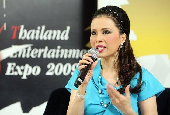 2008년 태국 엔터테인먼트 홍보를 위해 한국을 찾은 우본랏 라차깐야 공주가 서울 소공동 롯데시네마에서 열린 기자회견에서 질문에 답하고 있다. [중앙포토]