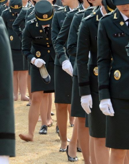 [단독]여군 대위, 동료 부사관 폭행 혐의.. 아버지뻘 부사관에 폭언도[b-time 토토|범고래 토토]