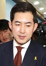 '땅콩회항' 박창진 前 사무장 '플라이 백' 출간