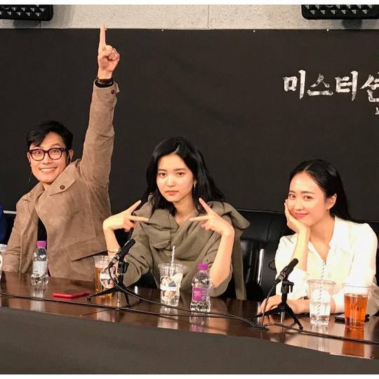 <p>tvN drama Mr Sunshine actor Lee Byung-hun, Kim Tae-ri, Kim Min, flexible magnet, change it, and this is repeated PD, Kim is a Mature writer.</p><p>Lee Byung-hun is a 2 12 - the last official schedule. All of them suffer a lot. And thanks.The post with the photos Ive posted.</p><p>In the picture, sitting side by side that Lee Byung-hun, Kim Tae-ri, Kim Min-Jung of girl. Lee Byung-hun is the comical expression on the last left hand outstretched. Kim Tae-ri of the city for the V series and Kim, Min Jungs beautiful smile is eye-catching.</p><p>A picture for the fans still and Mr Sunshine, the haircut?, Too satisfied and happy with you, isnt it? Such a reaction showed.</p><p>Lee Byung-hun, Kim Tae-ri, flexibility, change, Kim, Min Jung is starring in Mr Sunshineis the viewers of Big Love and the last 9 November in the species pool, was</p>