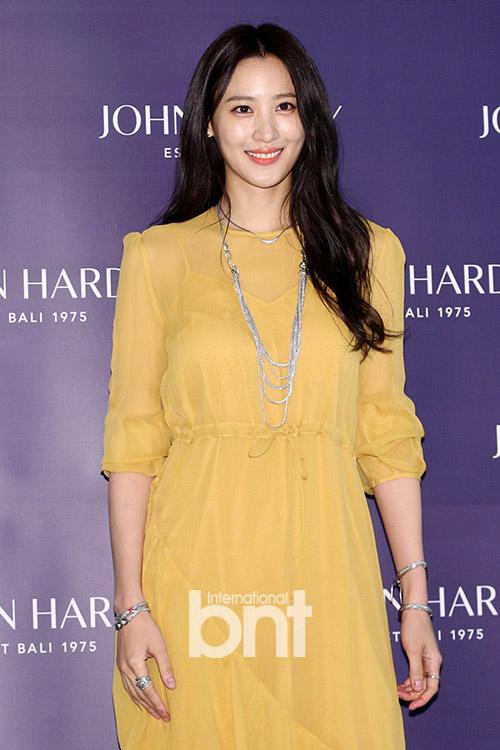 <p> Actress Claudia Kim this 13 afternoon, Gangnam-GU, Seoul Shinsegae Gangnam Store progress in the John Hardy Korea celebrates launch Photo Monthattend to posing.</p><p> Article tip</p>