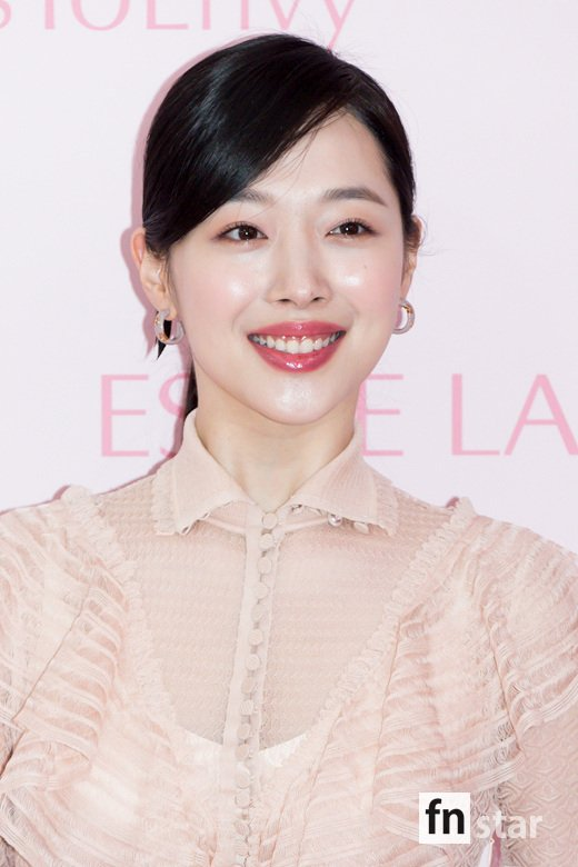 <p>Learn Sulli with 13 PM in Seoul, Gangnam-GU, Estée Lauder pop-up store in progress with new product launches commemorative photo month attended the photo time.</p><p>※ Copyright ⓒ</p>