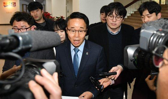 김경수 지사 '옥중결재' 논란 휩싸여..'위법 ·부당' 해석 분분[라이프 토토|사이트명 토토]