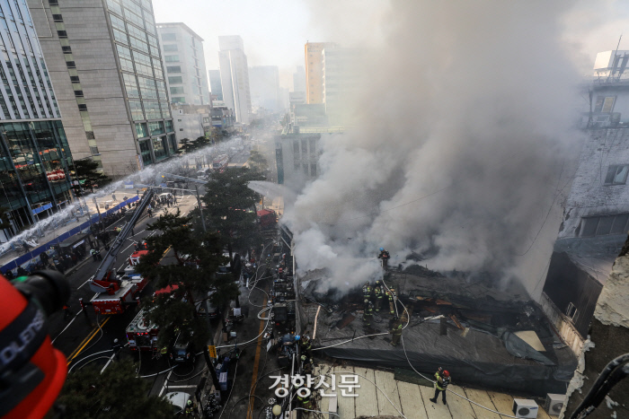 """[속보]서울 을지로 화재 발생..소방당국 """"진화 중"""""""