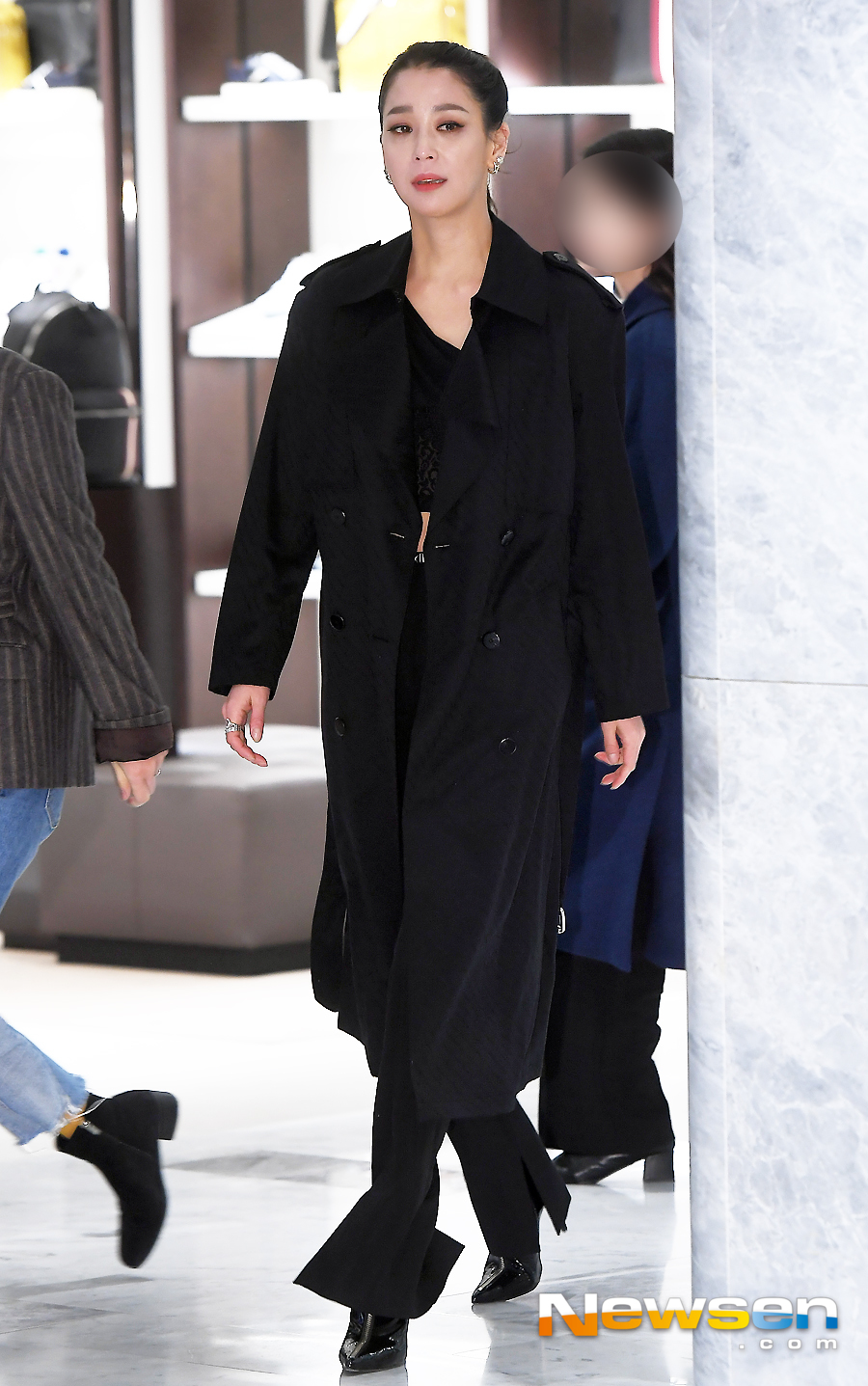 <p>Actress Han Go-eun, The Kim this 2 13 afternoon, Seocho-GU, Seoul Shinsegaes Gangnam branch in the open all the jewellery brands including Protocol attended the ceremony.</p><p>This day, Han Go-eun and The Kim this pole and the pole of the costume.</p>