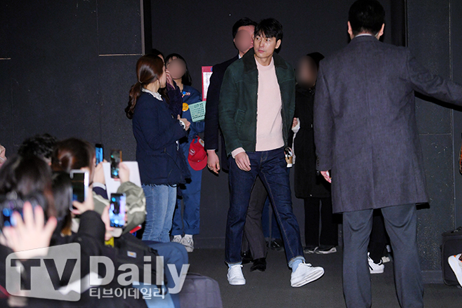 <p> The movie 'witness'(Director for distribution, Lotte Entertainment) the stage is 17 Afternoon Seoul interests like Yongsan District buy CGV interests like Yongsan District, Ipark Mall in the open.</p><p>This day the stage attend for actor Jung Woo-sung this entry.</p><p>'Witness'is a viable murder suspects innocence must be demonstrated that the lawyers 'order number'(Jung Woo-sung)is incident to the scene of the only witness who autistic girl in 'clear'(with Kim scent)but in a story that unfolds to the Green Film.</p><p>The witness stage company</p>