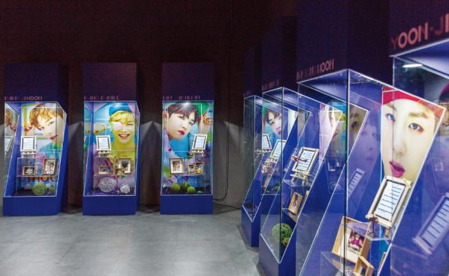 워너원 멤버들의 어린 시절 사진을 감상할수 있다.