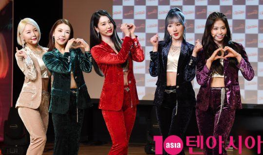 그룹 워너비 로은(왼쪽부터), 린아, 아미, 은솜, 세진이 19일 오후 서울 청담동 일지아트홀에서 네 번째 디지털 싱글 '레고(LEGGO)'발매 기념 쇼케이스를 가졌다. / 조준원 기자 wizard333@