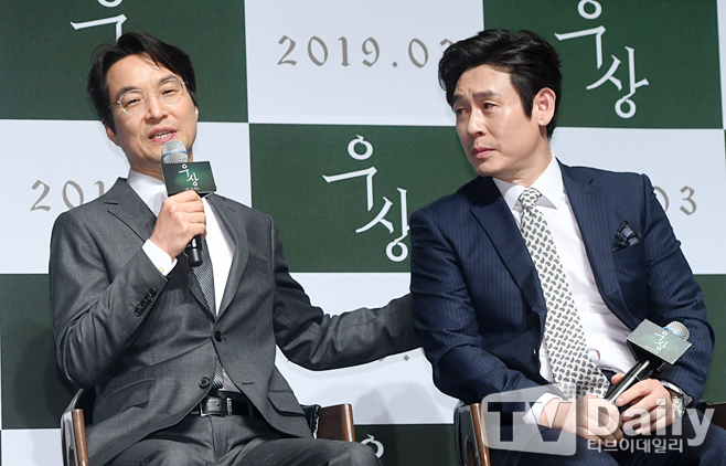 <p> The movie Idol (Director: making our Community Film Company) production and Society 20 am Seoul Gangnam-GU shinsa CGV Apgujeong in the open.</p><p>This day production and society in Han Suk-kyu Sol Kyung-gu attend.</p><p>Idol is the son of political life in the worst of crisis and Life Church(Han Suk-kyu)and his life as the son died and the truth chasing the father of(Sol Kyung-gu), and the incident that day a secret, yet Gone Girl train(Chun Woo-Hee), they blindly keep he wanted to see the harsh truth about its coming to 3 November in the opening.</p><p>The movie Idol production report conference</p>
