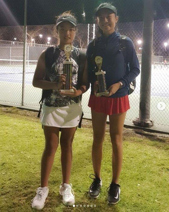 미국에서 열린 12세 이하 테니스대회에서 우승을 차지한 이재아(왼쪽). [이수진 인스타그램]