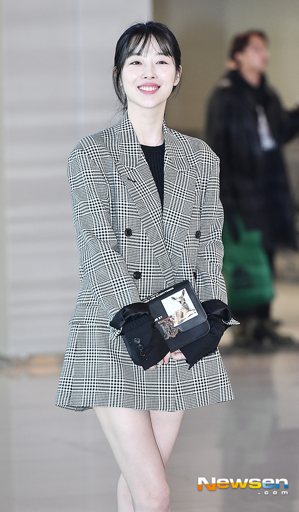 <p>Sulli 2 November 24 afternoon photo shoot a certain car in Seoul Gangseo Gimpo Airport Domestic through Jeju.</p>