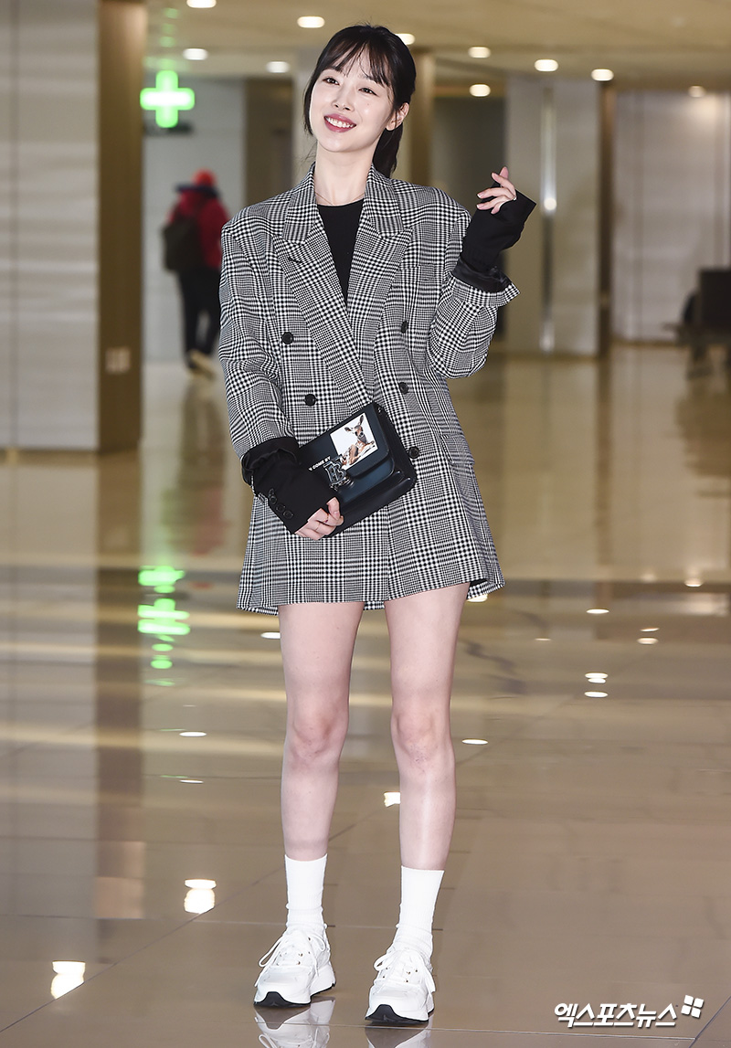 <p> Actor and singer Sulli the magazine photo shoot car 24 afternoon Gimpo International Airport via Jeju Island head.</p>