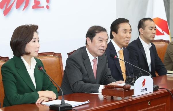 자유한국당 �병� 비�위원장(왼쪽 두번째)이 25일 오전 국회에서 마�막 비�위 회의에서 발언하고 있다. /연합뉴스