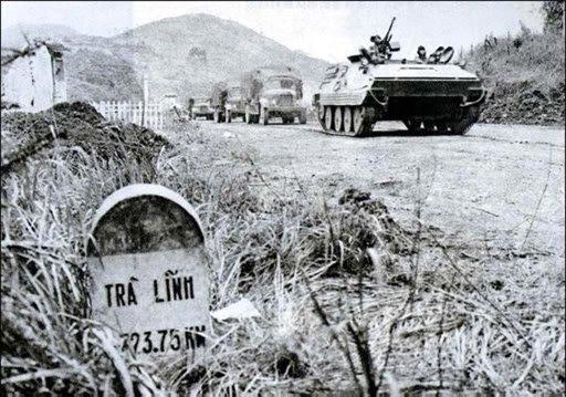 1979년 2월 중국-베트남 전쟁 당시 중국 인민해방군이 장갑차를 앞세워 베트남을 침공하고 있다. [위키피디아]