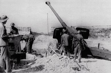 1979년 중국-베트남 전쟁 당시 베트남군이 포격하고 있다. [위키피디아]