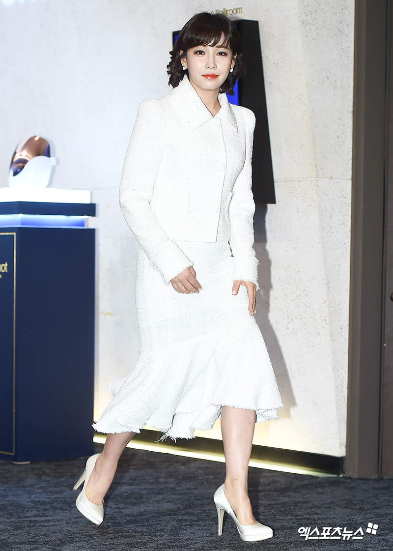 <p> 27 afternoon in Seoul Jangchung-Dong Banyan Tree Club & Spa Seoul Open in one Beauty device launch event attended by actress Lee Yoo-ri with photo.</p>