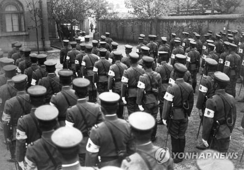 1932년 일본 오사카에 모여있는 일제 헌병들 1932년 일본 오사카에 모여있는 일제 헌병들[교도통신 제공]
