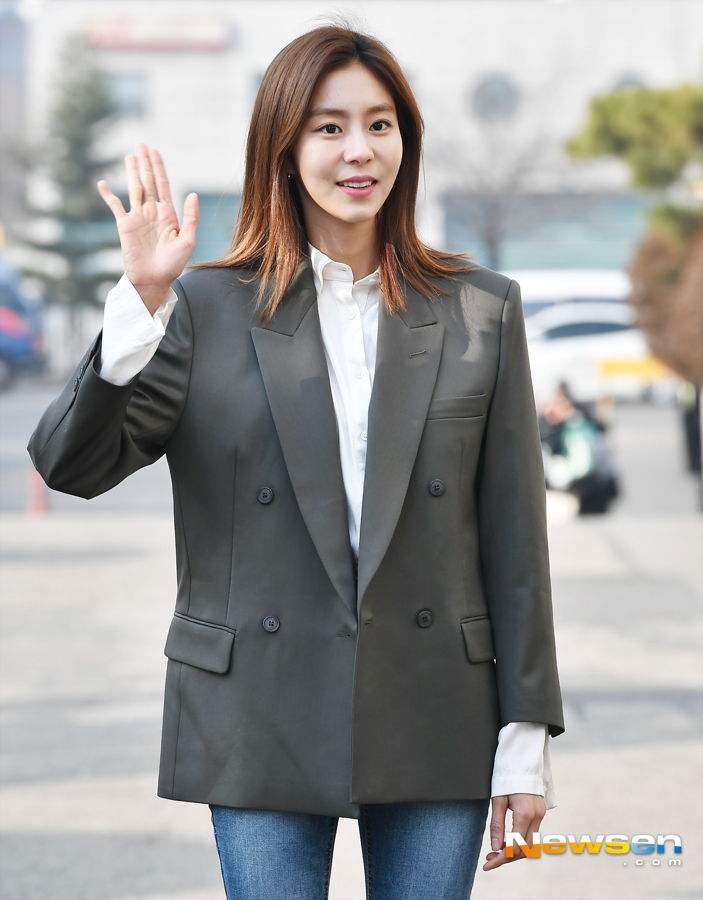 <p>KBS 2TV 'Happy Together Season 4' recording 3 November 2 am Seoul Yeongdeungpo-GU Yeouido Dong KBS Annex building in progress.</p><p>This day, as a guest in the current order,honor,wisdom,maturity, Uee,my wisdom,Seong-Hoon attended.</p>