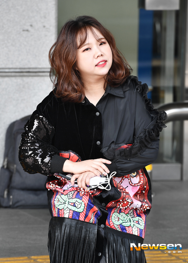 <p>KBS 2TV 'Happy Together Season 4' recording 3 November 2 am Seoul Yeongdeungpo-GU Yeouido Dong KBS Annex building in progress.</p><p>This day, as a guest inflatable Hyun-Sook,Kim,this,Hong Hyun-hee,a law we attended.</p>