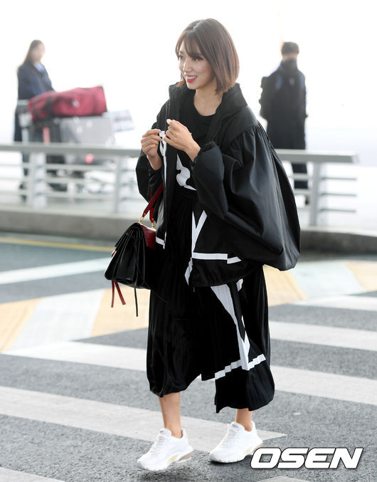 <p> Actress Park Shin-hye with Milan Fashion Week to attend the car 2 days afternoon Incheon International Airport via Paris, France as a Departure. /</p>