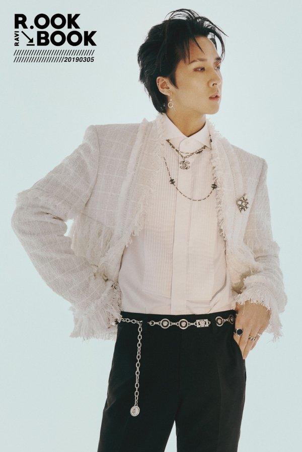 〈사진설명:두 번째 미니앨범 공개를 앞둔 빅스 라비의 오피셜 포토(사진제공:젤리피쉬)〉