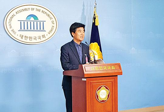 정우식 태양광산업협회 부회장은 13일 국회 정론관에서 기자회견을 열고, '재생에너지 국민의식 2차 여론조사' 결과를 발표했다.