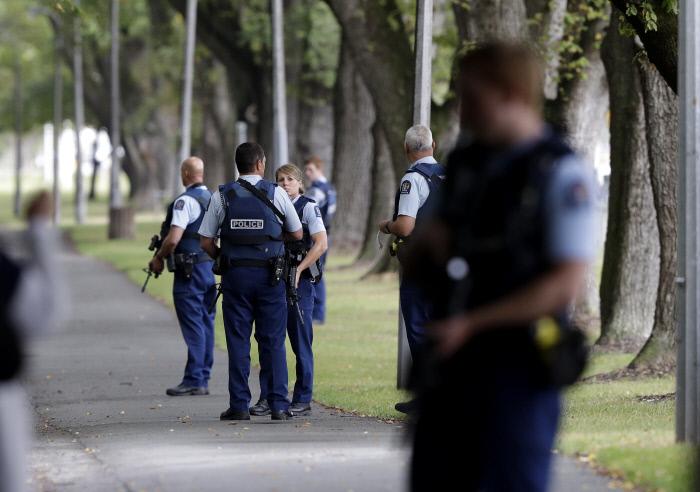 뉴질랜드 이슬람사원 두곳서 '총격사건'..최소 30명 사망