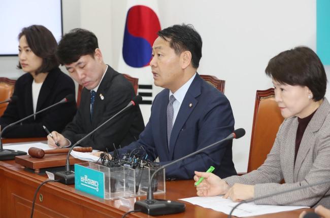 김관영 바른미래당 원내대표가 15일 오전 국회에서 열린 최고위원회의에서 발언하고 있다. [연합]
