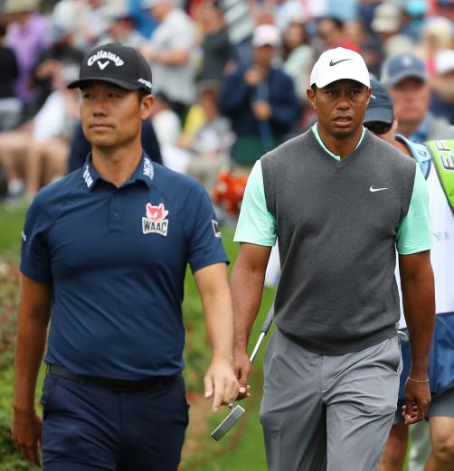 """""""이러기도 쉽지 않아""""..타이거우즈와 생애 첫 동반한 케빈나 [PGA ..."""