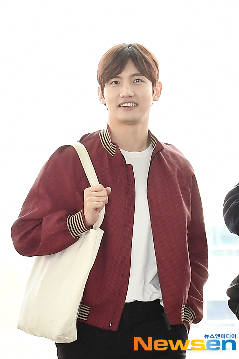 <p>TVXQ(TVXQ) members Yunho and Changmin this 3 19 am Incheon Jung-operation in Incheon International Airport abroad through a certain car Indonesia Denpasar departure.</p><p>TVXQ(TVXQ) member Changmin this departure.</p>