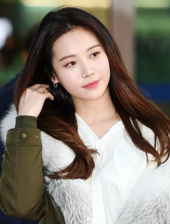 "<p>Group is girls Day Yura with management the company awesome this city and the exclusive contract.</p><p>20, awesome this city side, ""Yura is as a singer of charm, as well as a good actor can grow into is also a possibility that enough has""cotton ""in Yuras talents and passions so you can show the angle support will be in the future the new activities is a children.""</p><p>Yura is the 2010 group that debut 'glitter' 'expect' 'thumbnail of character'(something)grain by domestic and foreign K-pop(K-POP) fans in great love received. And as well as <we got married> <2016 this road> <the plays at the end and after> such a variety of arts programs, starred in a bright and healthy attraction to the activity area widened.</p><p>Or last 2012 drama <Beautiful it>through the smoke on the challenge Yura is <also> <the Iron Lady> <heap for> starred in, and learn from even the possibility of recognition. 2018 broadcast drama <Radio Romance>The Hate That Cannot Be villain in 'true form'and viewers  attention.</p><p>Yura and exclusive contract for a awesome end in the actor Park Seo-joon, Hong Soo-hyun, ship, tide people, including RUB, damage, Smoking, etc.</p><p>Meanwhile, Yura is the current example program, <a plane ride.>starred.</p>"