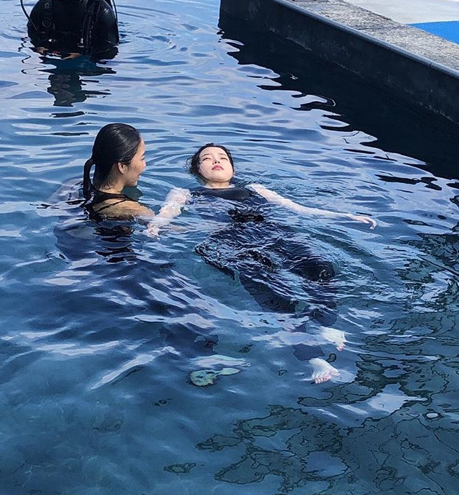 <p>IU 22 afternoon-through the photos posted and rot is not very long. Yim PIL sung directed. Persona. 4/5 Netflix,wrote.</p><p>Revealed pictures from IU underwater new to shooting. This approach for domestic and foreign fans have the courage to shoot for thank you., done, too cute, best, etc reactions.</p><p>Meanwhile, IU is the Netflix original series personas ... IUs first film challenge accordingly you selected art and culture of collaborated Mystic store project of the first works of personais a coming 4 5 the public.</p>