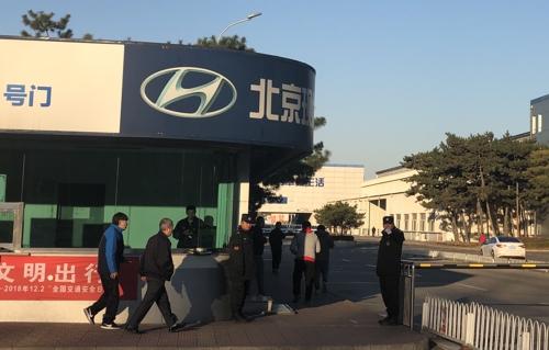 지난 21일 베이징현대 1공장에서 직원들이 출근하고 있다. (베이징=연합뉴스) 김윤구 특파원