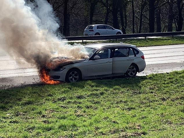 부부가 두 자녀를 태우고 영국의 한 고속도로에서 BMW를 운전하던 도중 갑작스럽게 화재가 발생해 경찰이 조사에 나섰다. 그러나 인명피해는 없는 것으로 나타났다. 영국의 26만8000대를 포함해 현재 전 세계적으로 약 160만대의 BMW가 엔진 옆의 배기 냉각기 시스템에 치명적인 결함으로 리콜 대상이 되고 있다.