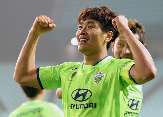 이동국은 지난 6일 베이징 궈안과 아시아 챔피언스리그에서 1골 1도움을 올리면서 승리를 이끌었다. 올해 40세인 이동국의 시계는 거꾸로 흐른다. [뉴스1]